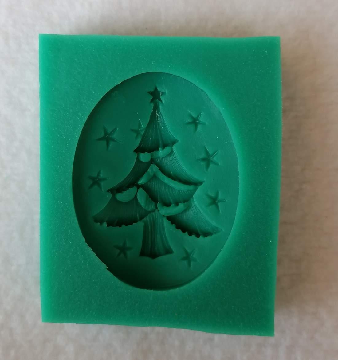 Szilikon forma - karácsonyfa medál